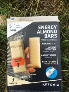 Barres energy almond bars de la gamme nutrition Aptonia