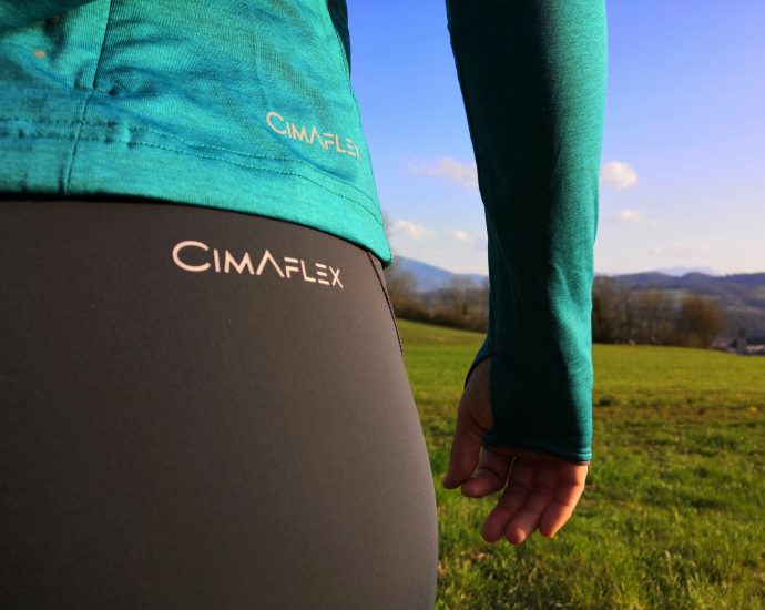 Test d'une tenue CIMALP trail running : maillot thermique performant à col zippé Gelas et collant chauffant de running.