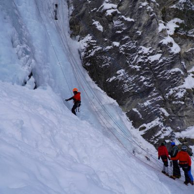 Escalade sur glace lors de l'Ice Écrins Festival d'Argentière-la-Bessée.